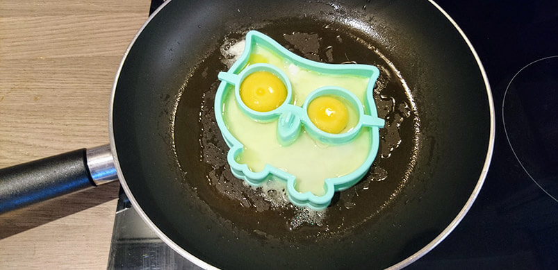 Egg Frying In Owl Shaped Mould