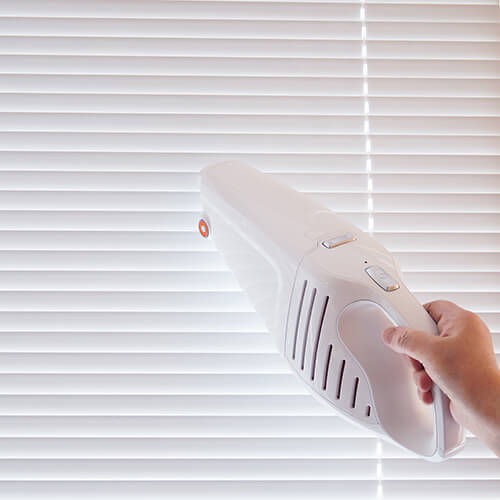 Cordless Vacuum Cleaning Blinds
