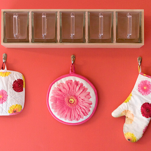 Hanging Flowery Oven Mit And Pot Holder
