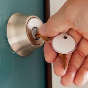 Hand and Key Locking Door