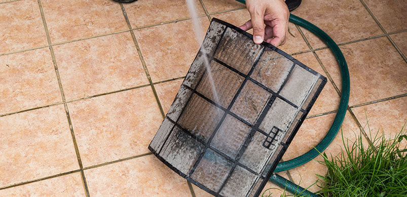 Cleaning Dust Filters With Water