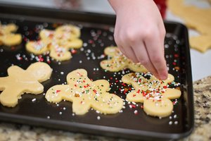 tray of gingerbread men