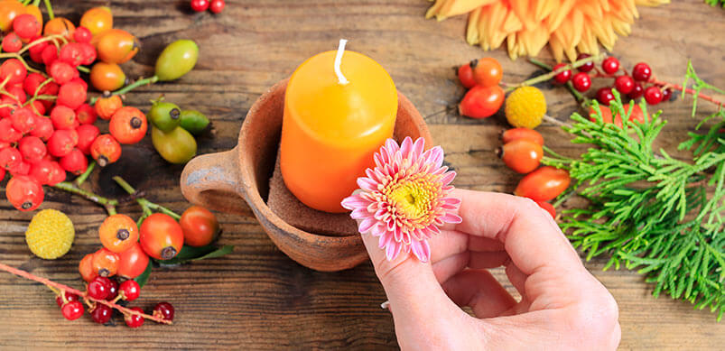 Fabrication de bougies avec des fleurs